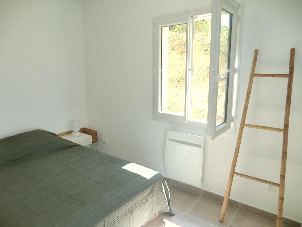 villa-viala-rayol-chambre-bas-fenetre