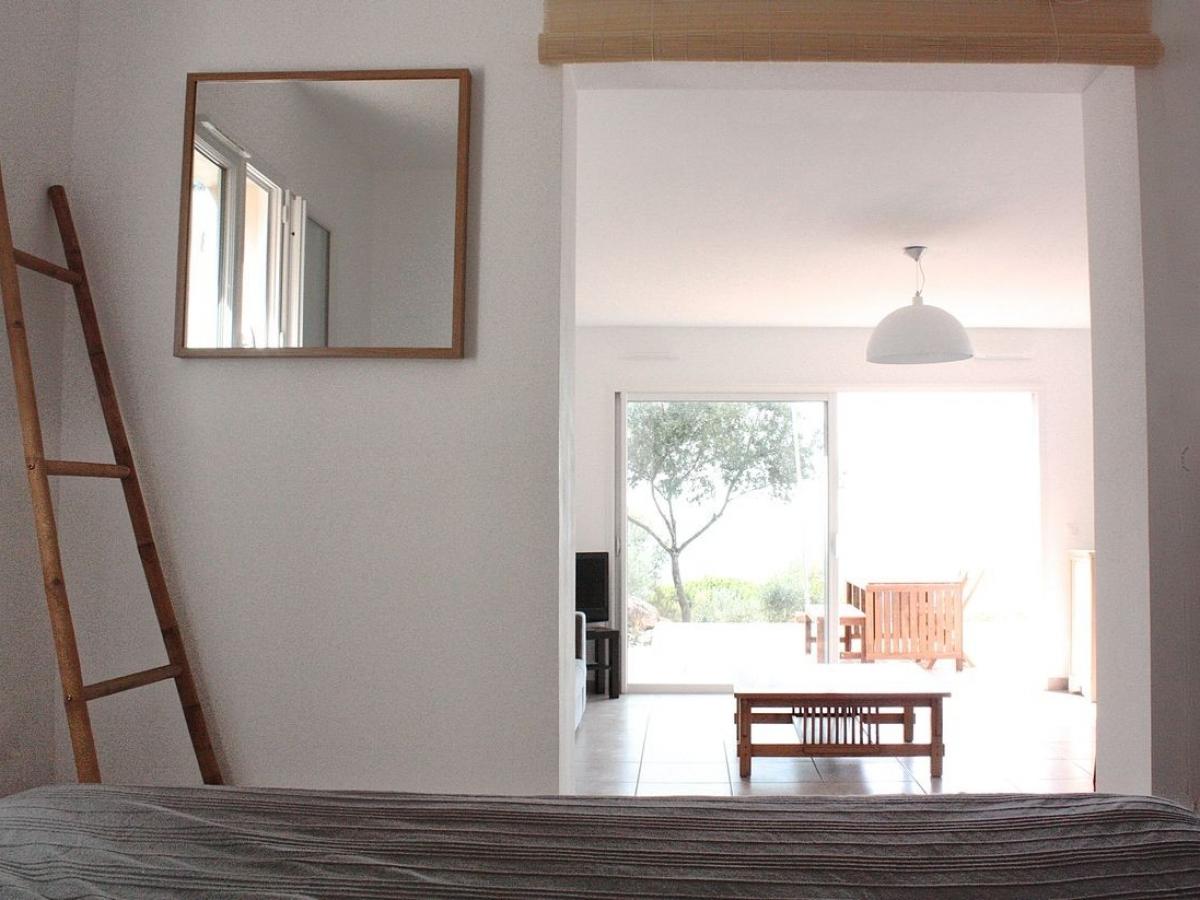 villa-viala-rayol-chambre-bas-lit