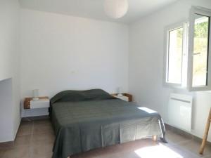 villa-viala-rayol-chambre-bas-lit-face